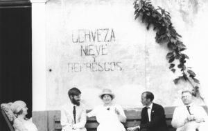 D.H. Lawrence en una cantina en Chapala, Chapala, fotografía de Witter Bynner in 1923